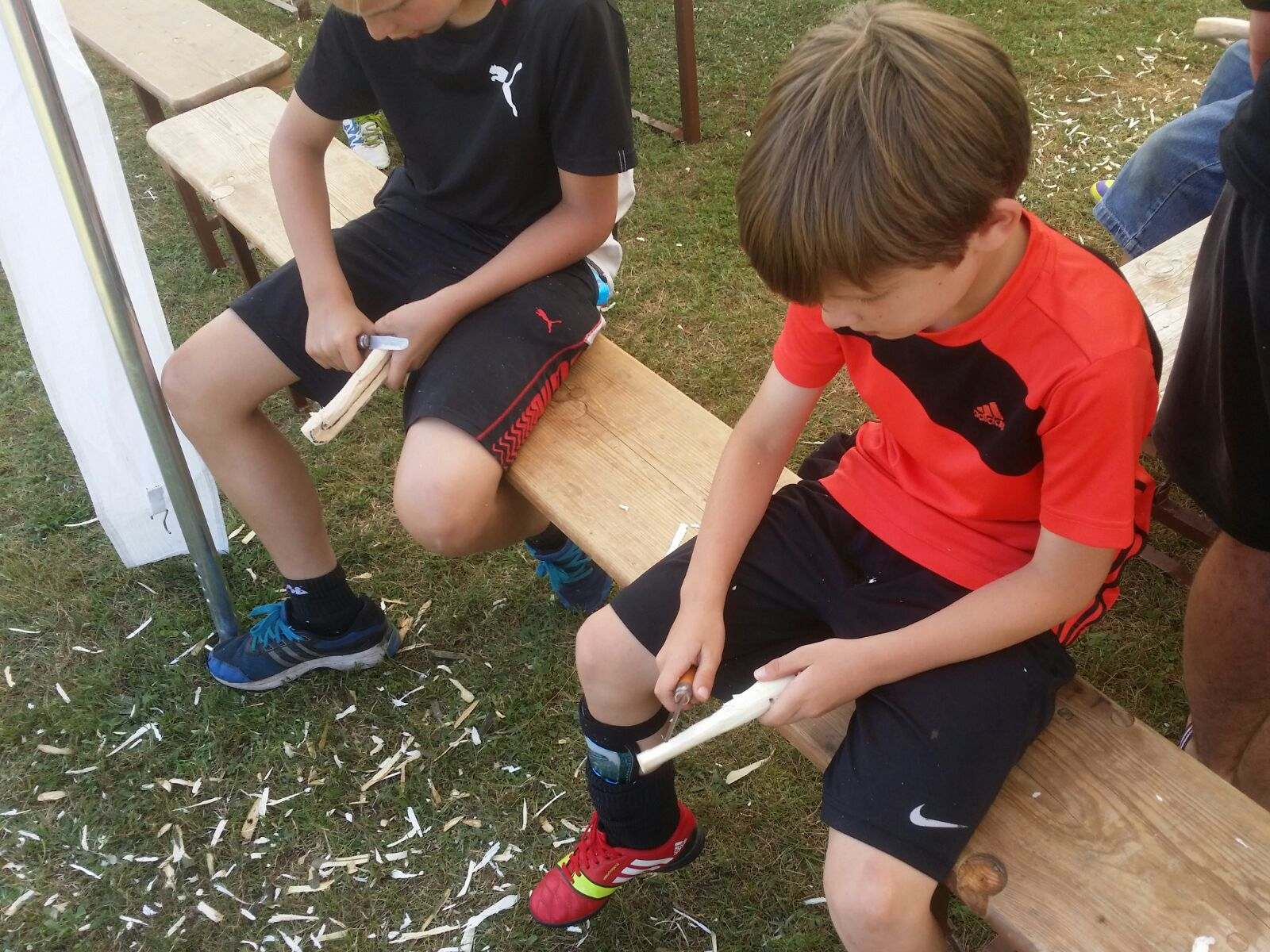 Kreativ-Schnitzen Hockeyschläger - 1. FCK Hockey Sommercamp 2016